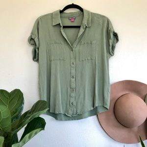 Vince Camuto Green Button Down T